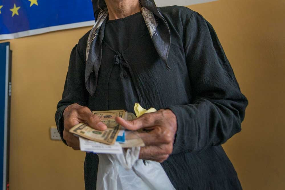 Syrian refugee receiving cash assistance